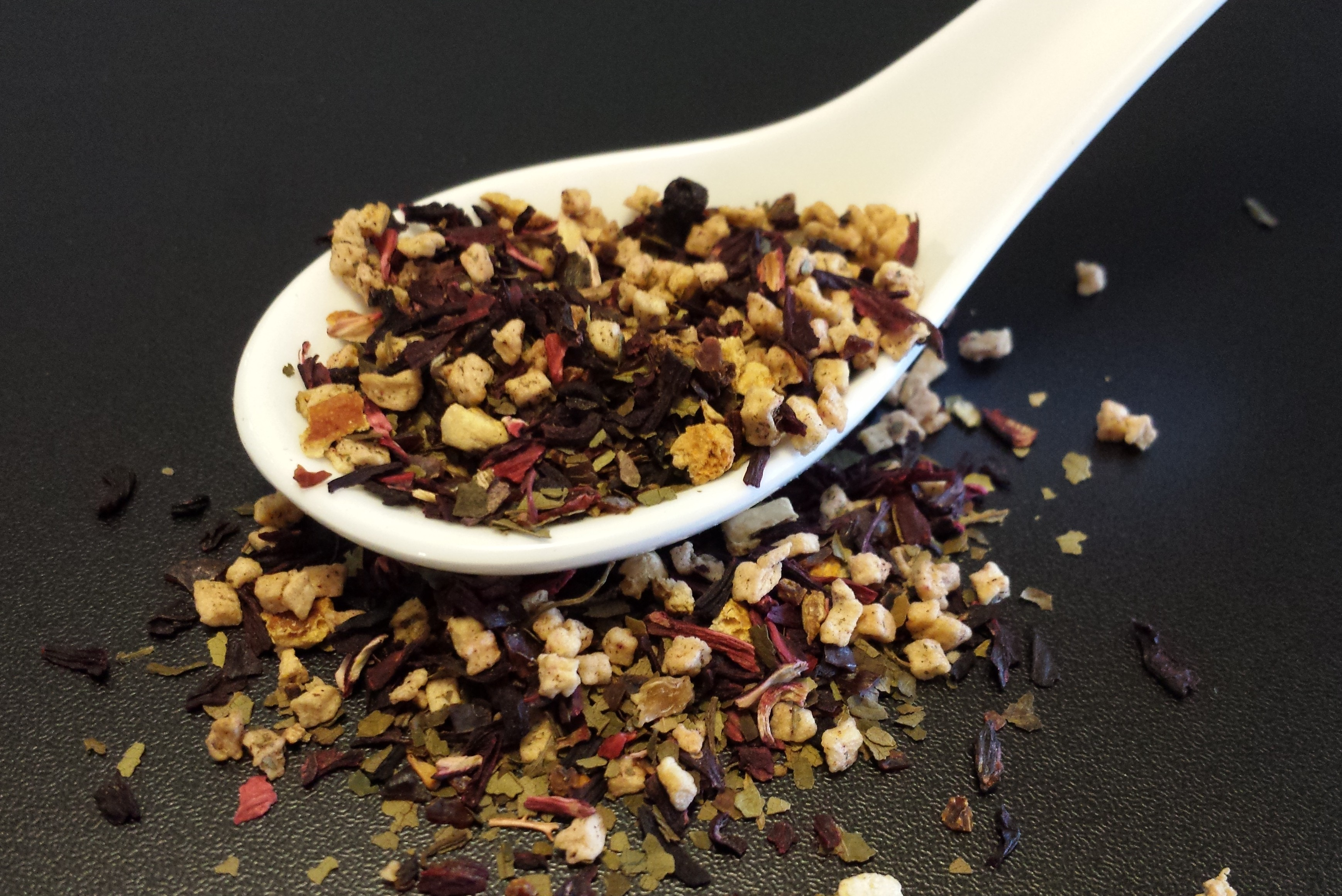 Berry Blueberry, tisane, berry leaves, rose hips, hibiscus, caffeine free